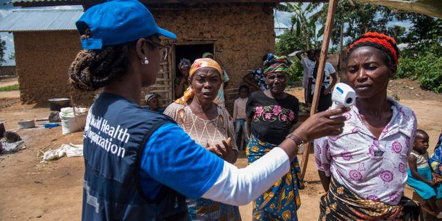 Personal från WHO informerar om ebola i Kongo-Kinshasa som just är drabbad om en en stor epidemi. Handout . / TT NYHETSBYRÅN
