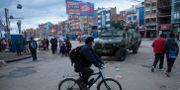 Militärer på gatorna i El Alto i Bolivia. Juan Karita / TT NYHETSBYRÅN