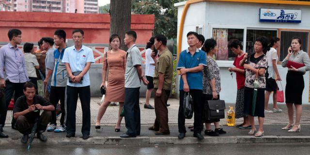 Invånare i Pyongyang, Nordkorea.  Dita Alangkara / TT NYHETSBYRÅN