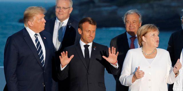 G7-ledarna samlas för ett gruppfoto på söndagen. PHILIPPE WOJAZER / TT NYHETSBYRÅN