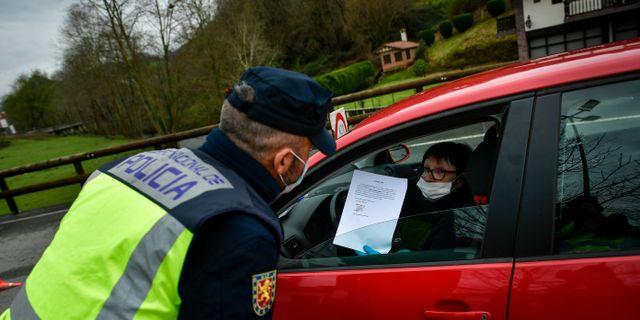 Kontroll vid gränsen mellan Spanien och Frankrike. Alvaro Barrientos / TT NYHETSBYRÅN