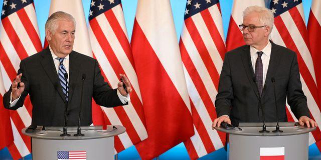 Tillerson med Polens utrikesminister Jacek Czaputowicz på lördagen. AGENCJA GAZETA / TT NYHETSBYRÅN