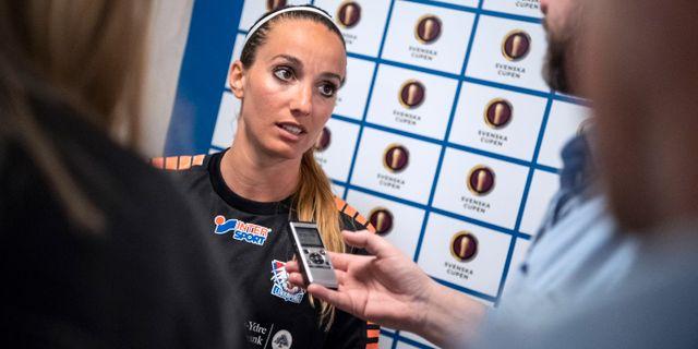 Kosovare Asllani möter media efter matchen. Johan Nilsson/TT / TT NYHETSBYRÅN