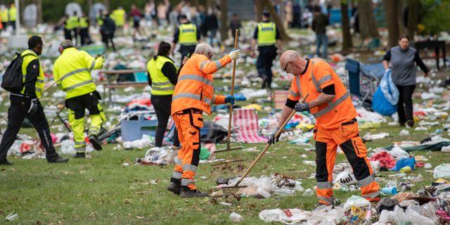 Mängder med skräp lämnades kvar i Stadsparken i Lund. Johan Nilsson/TT / TT NYHETSBYRÅN