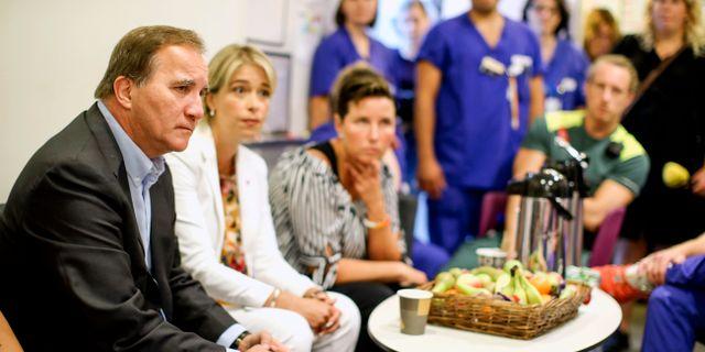 Stefan Löfven och Annika Strandhäll på besök på Sahlgrenska sjukhuset i Göteborg.  Adam Ihse/TT / TT NYHETSBYRÅN