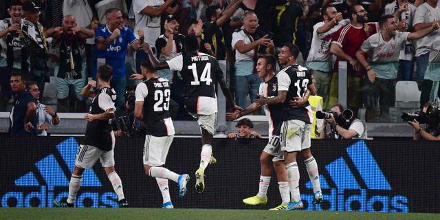Juventus firar segermålet. MARCO BERTORELLO / AFP