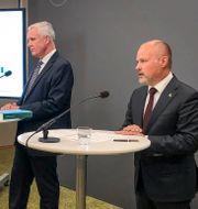 Kammarrättspresident Thomas Rolén (tv), ordförande för migrationskommittén och justitie- och migrationsminister Morgan Johansson (S).  Marko Säävälä/TT / TT NYHETSBYRÅN