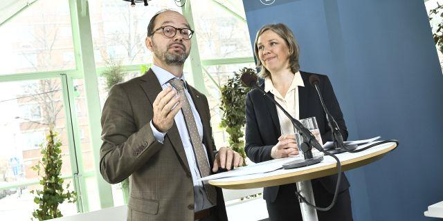 Arkivbild: Eneroth och miljöminister Karolina Skog (MP).  Claudio Bresciani/TT / TT NYHETSBYRÅN