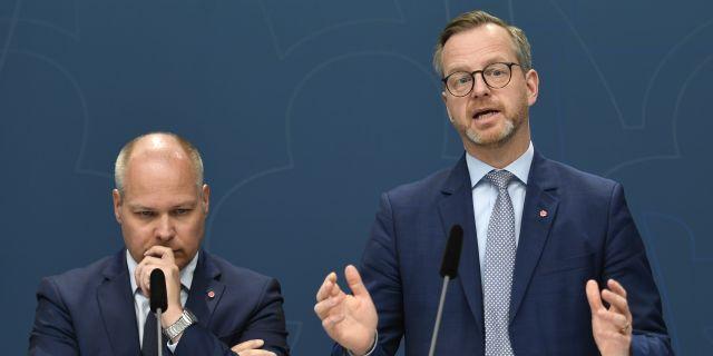 Morgan Johansson och Mikael Damberg under torsdagens pressträff. Ali Lorestani/TT / TT NYHETSBYRÅN