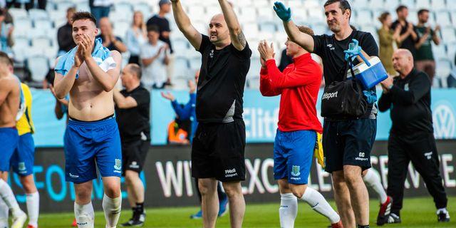 Ballymena United, tackar Malmöfansen. PETTER ARVIDSON / BILDBYRÅN