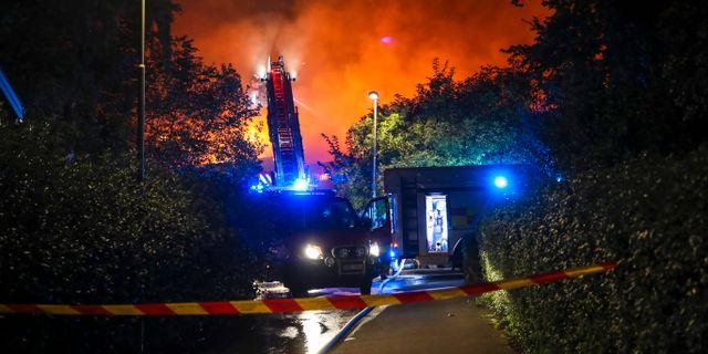 Räddningstjänsten arbetade med branden på söndagen. Adam Ihse/TT / TT NYHETSBYRÅN