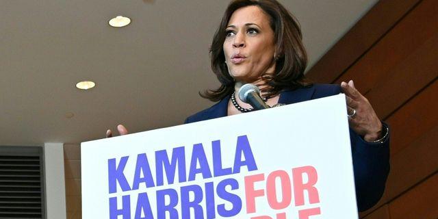 Kamala Harris vid en pressträff i går.  EVA HAMBACH / AFP