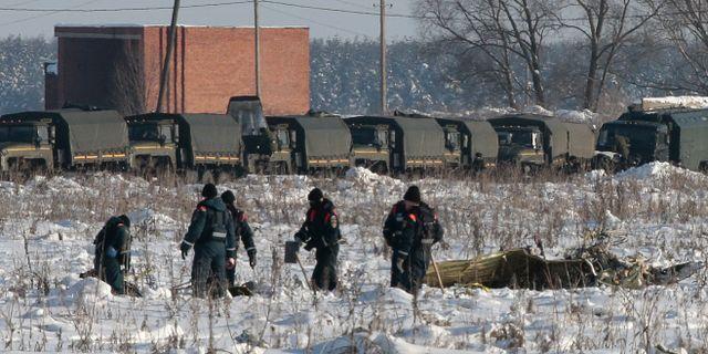 Sökarbete vid olyckplatsen utanför Moskva.  TATYANA MAKEYEVA / TT NYHETSBYRÅN