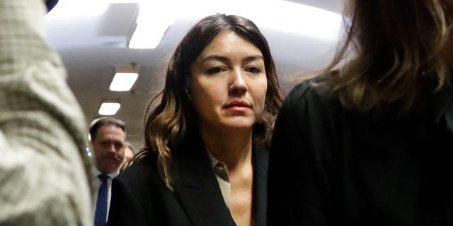 Miriam Haley anländer till rätten.  Richard Drew / TT NYHETSBYRÅN