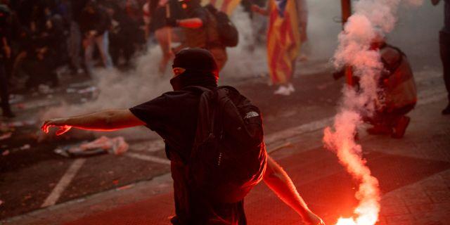 Protester i Barcelona. Emilio Morenatti / TT NYHETSBYRÅN