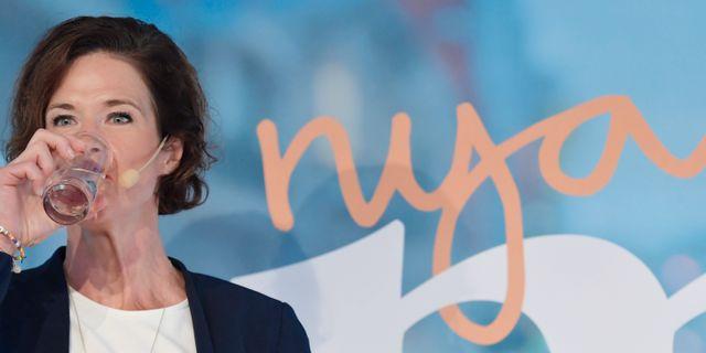 Moderaternas partiledare Anna Kinberg Batra (M) håller pressträff efter sitt tal under Moderaternas dag i Almedalen. Janerik Henriksson/TT / TT NYHETSBYRÅN