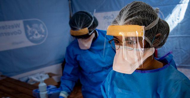Sjukvårdspersonal vid coronatestmottagning i Kapstaden, Sydafrika. TT NYHETSBYRÅN