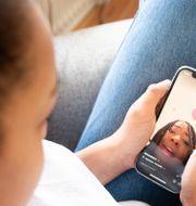 Arkivbild på tjej som använder Tiktok. Isabell Höjman/TT / TT NYHETSBYRÅN