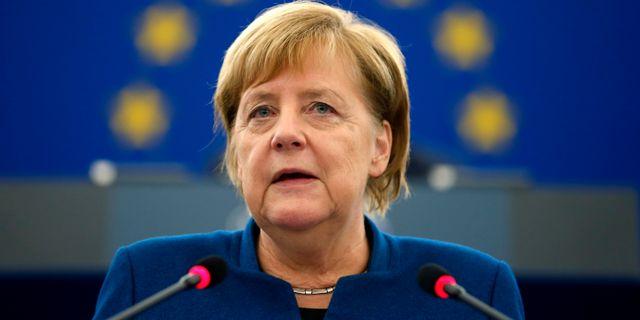 Angela Merkel i Europaparlamentet idag. VINCENT KESSLER / TT NYHETSBYRÅN
