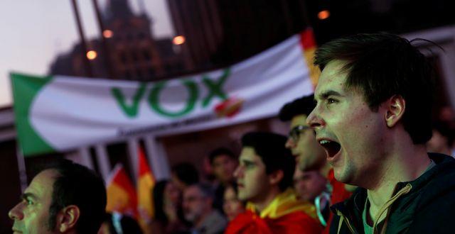 Vox-angängare firar på valnatten. Susana Vera / TT NYHETSBYRÅN