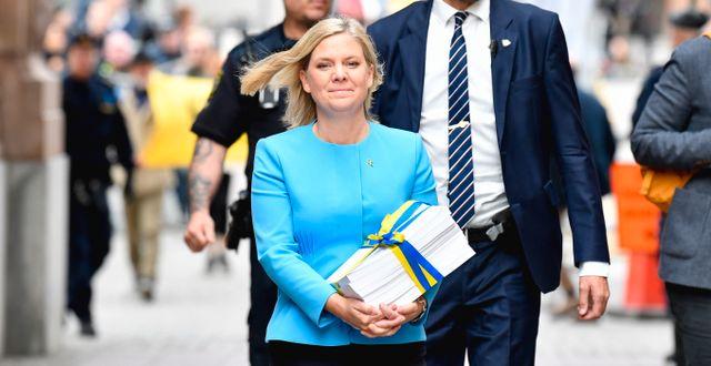 Magdalena Andersson med budgeten Jessica Gow/TT / TT NYHETSBYRÅN
