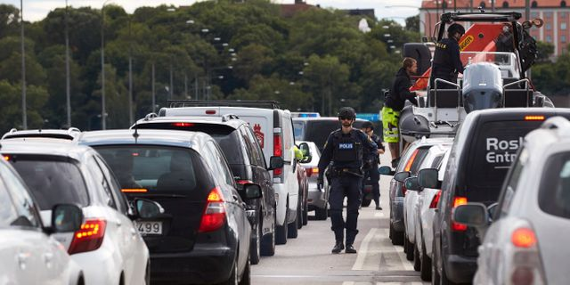 Vägspärr på bron mellan Lidingö och Ropsten efter att en man har skjutits ihjäl på Lidingö förra sommaren. Fredrik Persson/TT / TT NYHETSBYRÅN
