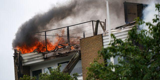 Huset i brand. Johan Nilsson/TT / TT NYHETSBYRÅN