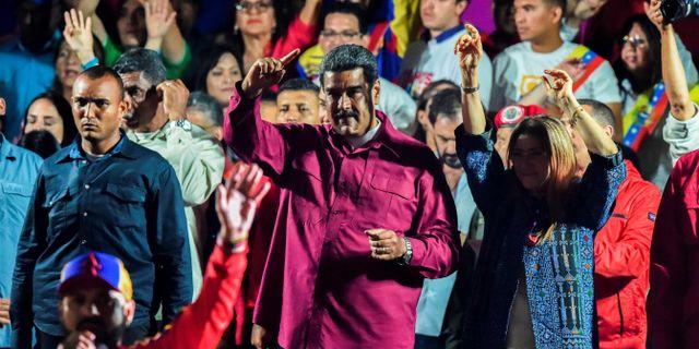 Nicolás Maduro och hans hustru Cilia Flores firar valresultatet. JUAN BARRETO / AFP
