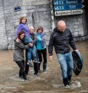 Översvämning i belgiska  Valentin Bianchi / TT NYHETSBYRÅN