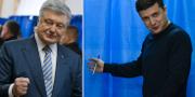 Porosjenko och Zelenskij på valdagen. TT