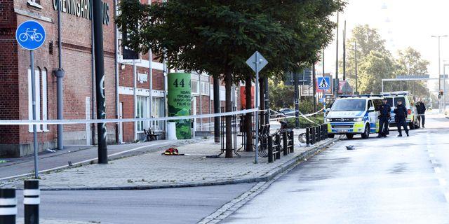 Polis och avspärrningar utanför Föreningarnas hus på Ystadvägen i Malmö. Johan Nilsson/TT / TT NYHETSBYRÅN