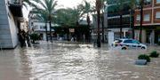 Översvämmade gator i staden Dolores. RAMON / AFP