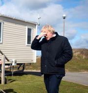 Boris Johnson besöker en campingplats i Cornwall.  Tom Nicholson / TT NYHETSBYRÅN