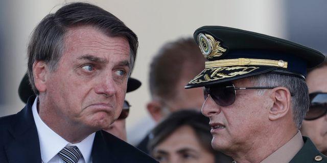 Bolsonaro med generalen Edson Leal Pujol. Eraldo Peres / TT NYHETSBYRÅN