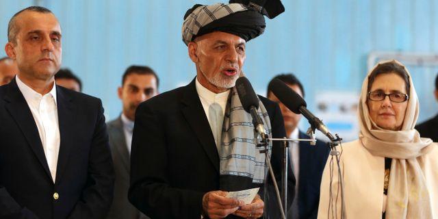 Ashraf Ghani (mitten). Arkivbild. Rahmat Gul / TT NYHETSBYRÅN