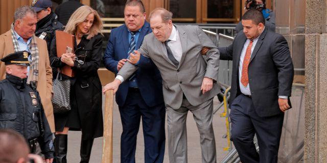 Harvey Weinstein efter en domstolsförhandling i New York/Arkivbild.  Lucas Jackson / TT NYHETSBYRÅN