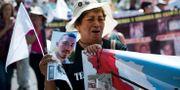 En kvinna håller upp en bild av sin son som försvunnit i samband med drogkarteller.  Eduardo Verdugo / TT NYHETSBYRÅN