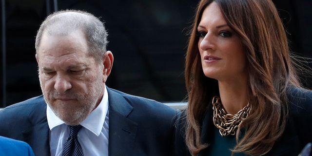 Harvey Weinstein och advokaten Donna Rotunno. MIKE SEGAR / TT NYHETSBYRÅN