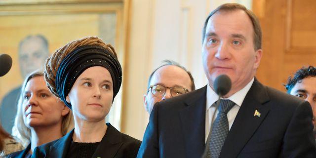 Kulturminister Amanda Lind (MP) och statsminister Stefan Löfven (S) presenterar sin nya regering i januari. Jessica Gow/TT / TT NYHETSBYRÅN