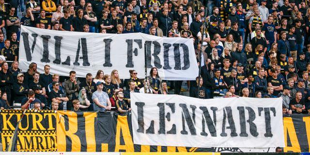AIK-fansen hyllade Lennart Johansson på tisdagens match. Fredrik Persson/TT / TT NYHETSBYRÅN