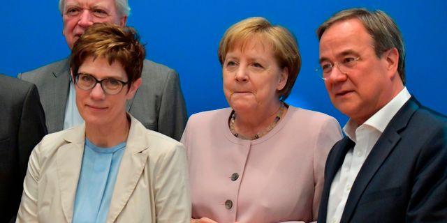 Merkels efterträdare Annegret Kramp-Karrenbauer, Angela Merkel Armin Laschet.  TOBIAS SCHWARZ / AFP