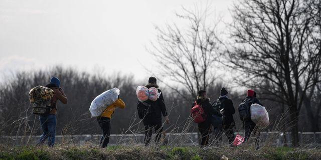Migranter vid den turkisk-grekiska gränsen.  OZAN KOSE / TT NYHETSBYRÅN