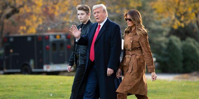Donald Trump med sonen Barron och hustrun Melania. Evan Vucci / TT NYHETSBYRÅN