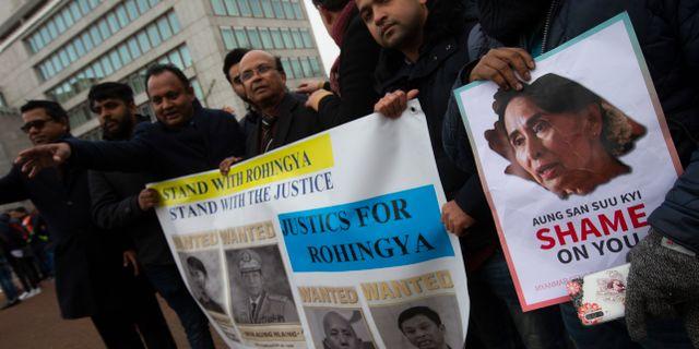 Människorättsaktivister demonstrerade utanför domstolen. Peter Dejong / TT NYHETSBYRÅN