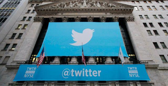 Twitters logga täcker New York-börsen. Mark Lennihan / TT NYHETSBYRÅN