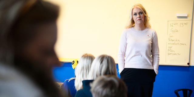 Lena Hallengren, barn-, äldre- och jämställdhetsminister, (S) håller pressträff om att barnkonventionen blir svensk lag på Rålambshovskolan i Stockholm.  Hossein Salmanzadeh / TT / TT NYHETSBYRÅN
