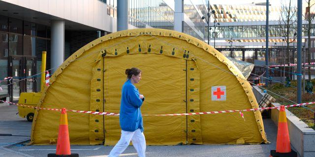 Tillfälligt provtagningstält för coronaviruset vid Karolinska sjukhet i Huddinge. Anders Wiklund/TT / TT NYHETSBYRÅN