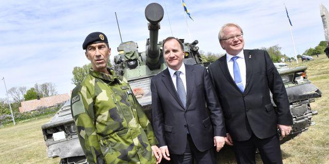 Överbefälhavare Micael Bydén, statsminister Stefan Löfven och försvarsminister Peter Hultqvist. Jonas Ekströmer/TT / TT NYHETSBYRÅN