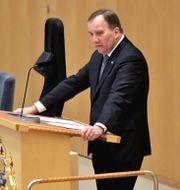 Statsminister Stefan Löfven i riksdagens talarstol. Janerik Henriksson/TT / TT NYHETSBYRÅN