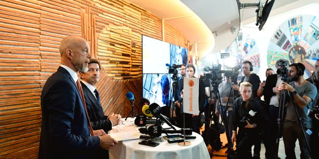 Swedbanks tillförordnande vd Anders Karlsson och tidigare styrelseordföranden Lars Idermark.  Henrik Montgomery/TT / TT NYHETSBYRÅN
